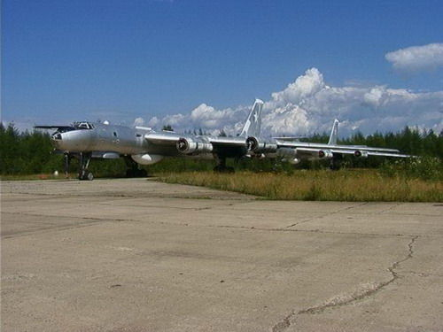 千架飞机葬身其中 俄罗斯惊现飞机坟场