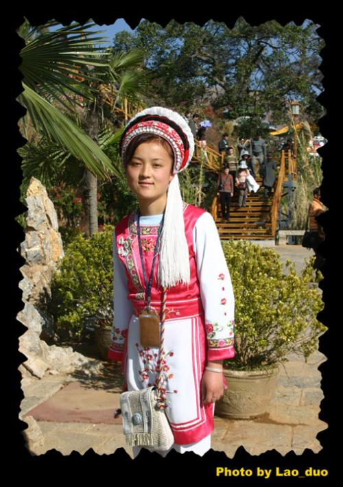 云南白族女孩手绘